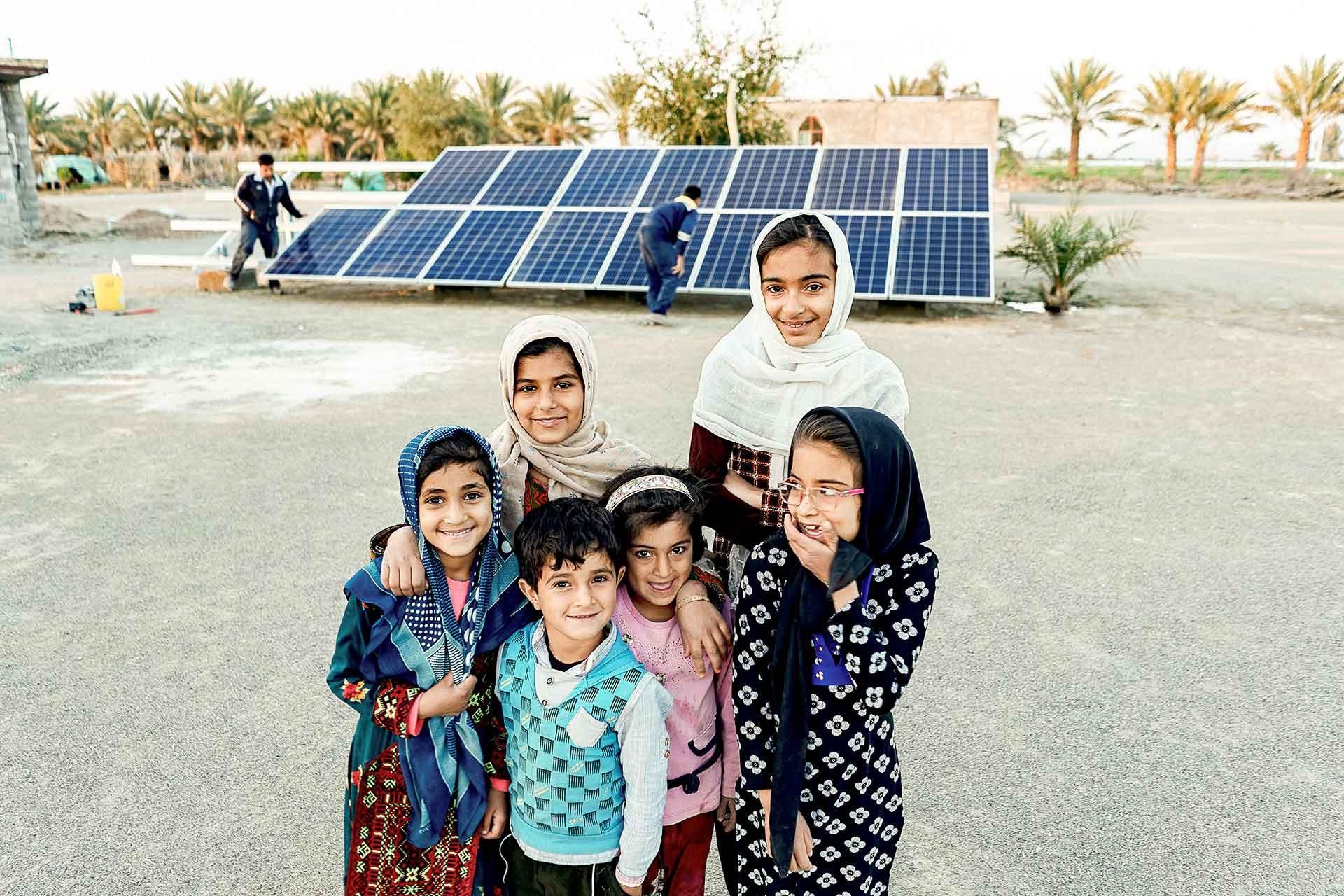 احداث نیروگاه خورشیدی برای بانوان سرپرست خانوار